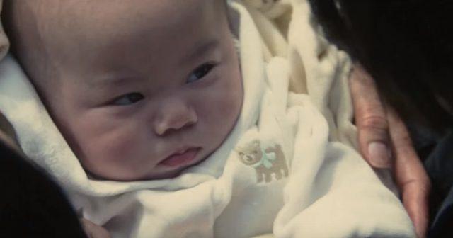 画像: パラサイト同士(田宮良子)の間に生まれた子供は、何の変哲もない人間の子供だった・・。 www.kiseiju.com