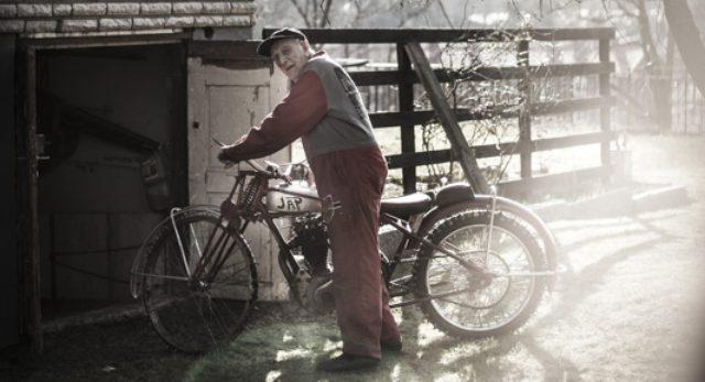 画像: 愛車のJAP単気筒とオーレさん。なんともシブい組み合わせです! www.norwegian.com