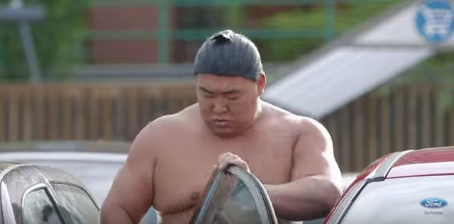 画像6: フォードのCM。お相撲さんむちゃぶりしすぎ〜〜!