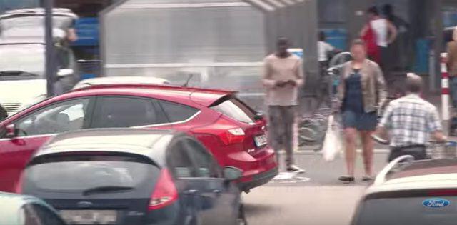 画像11: フォードのCM。お相撲さんむちゃぶりしすぎ〜〜!