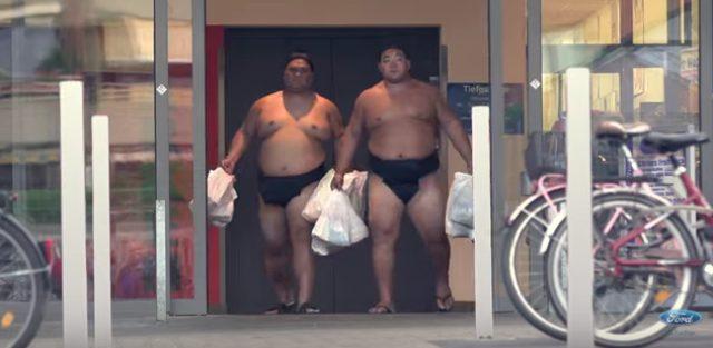 画像1: フォードのCM。お相撲さんむちゃぶりしすぎ〜〜!