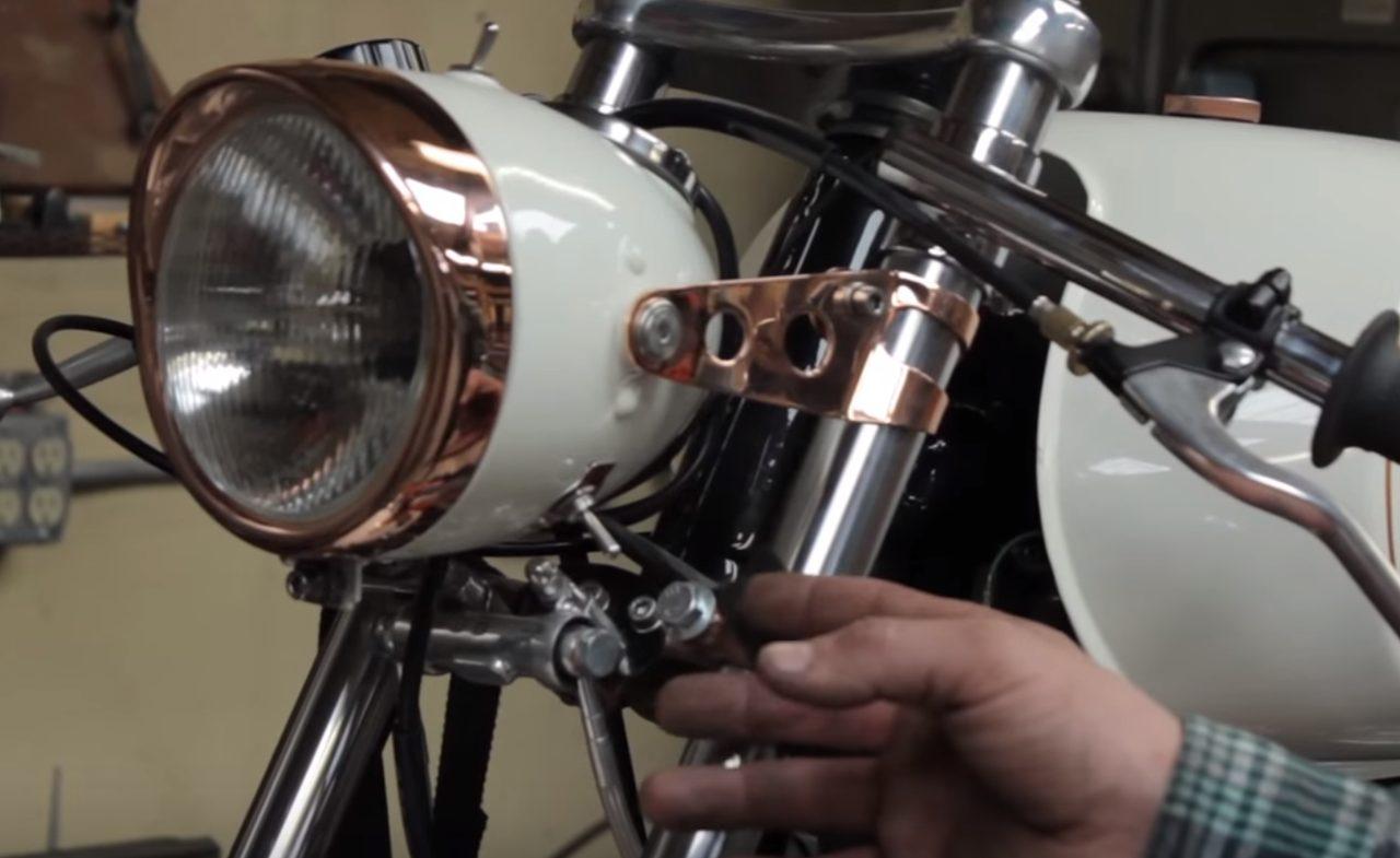 画像: ステーやライトまわりの加工も洗練されていますね。 www.youtube.com