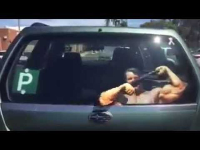 画像: Arnold Schwarzenegger workout wipers - LikeBlog.co youtu.be