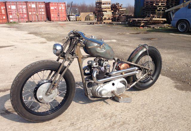 画像: トライアンフのボバー。1954年製だそうです。 www.alonzecustom.co.uk