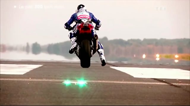 画像: さぁ、スタート! 勝つのはどのマシン? どのライダー? www.youtube.com