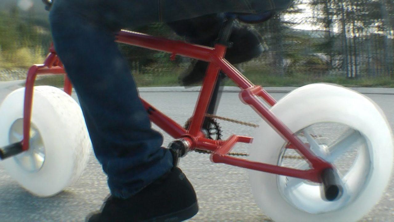 画像: ICE BIKE The worlds first bike with wheels made of ICE youtu.be