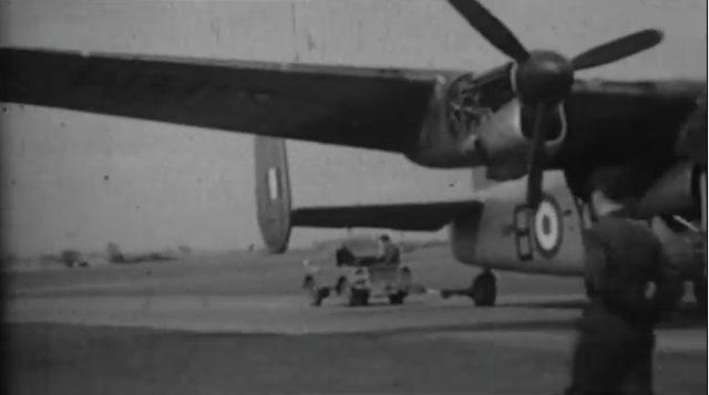 画像: 飛行機だって引っ張ります! www.youtube.com