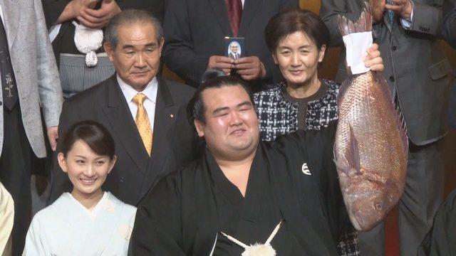 画像: 大関・琴奨菊が初優勝 10年ぶりに日本力士優勝 www.youtube.com