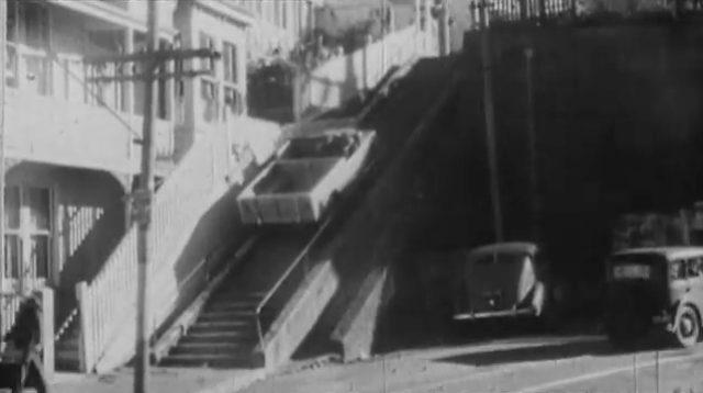 画像: 階段をガンガンのぼるランドローバー! www.youtube.com