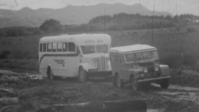 画像: バスも楽々牽引します! www.youtube.com