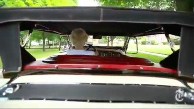 画像: エレガントなアメリカン・オールドカーのハンドルを握るのが、マーガレットさんその人です! www.youtube.com