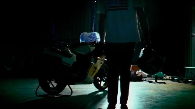 画像: ガレージに佇む凶暴な2ストローク500ccグランプリマシン・・・。 www.youtube.com