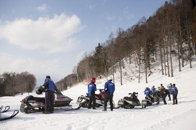 画像2: 雪上バイクのような印象を持っていたスノーモビルの異次元の走りに大興奮[樹林ツアー編]
