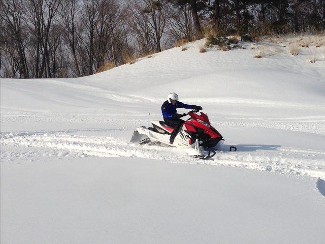画像5: 雪上バイクのような印象を持っていたスノーモビルの異次元の走りに大興奮[樹林ツアー編]