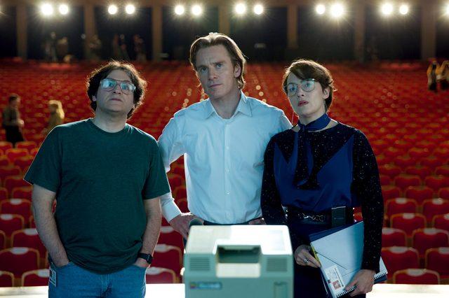画像: ジョブズを演じるのはX-MENでブレイクしたマイケル・ファスベンダー。ジョブズの右腕として広報・マーケティングの担当者ジョアンナ・ホフマンにはケイト・ウィンスレット。 stevejobsmovie.jp