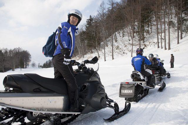 画像3: 雪上バイクのような印象を持っていたスノーモビルの異次元の走りに大興奮[樹林ツアー編]