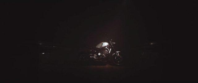 画像: 暗闇のなかから浮かび上がるXSR900のサイドビュー・・・。 vimeo.com