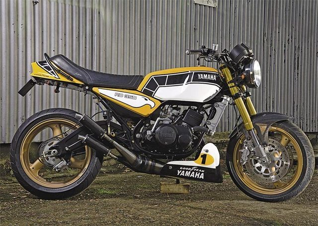 画像: かなりレーシーな雰囲気のRD350。海外でもインターカラーは人気のようだね。 www.motorcyclenews.com