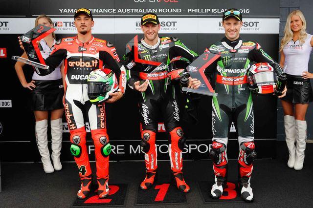 画像: 中央がスーパーポール1位のサイクス、左がジュリアーノ、右がレイです。好調のカワサキ勢に、ライバルがどう戦うか!? www.sportrider.com