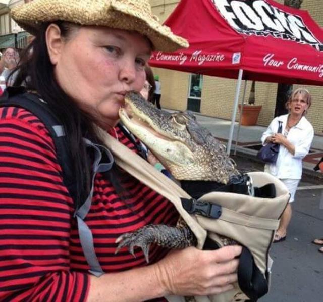 画像: 私、プロレスラーだけど、ワニを乗せてツーリングするわよ、文句ある? - フロリダ在住Maryさん