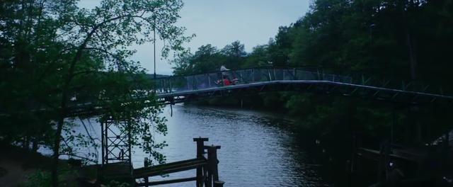画像: そう、おばあさんを探す旅に、セニアカー(モビリティスクーター)で出発するのです・・・。 www.youtube.com