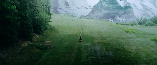 画像: おばあさんを探して、山の中をさまようおじいさん・・・。 www.youtube.com