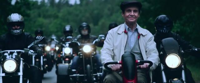 画像: 旅の途中には、このようなバイカーたちとの出会いもありました・・・。 www.youtube.com