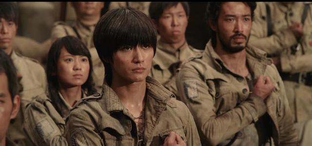 画像: 三浦春馬演ずるエレンが所属する調査兵団 www.shingeki-seyo.com