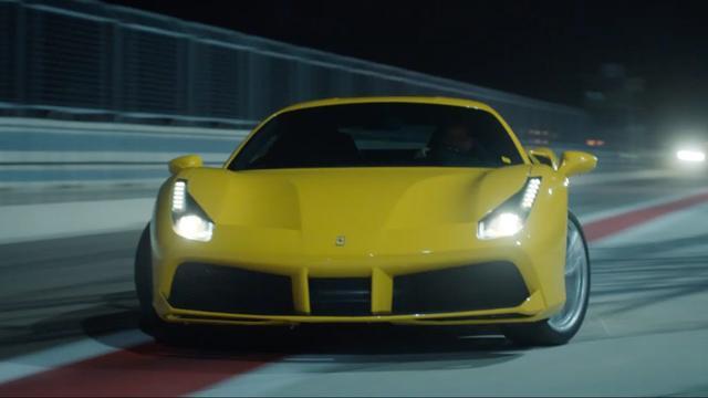 画像: JOYRIDE Circuit (Official) Ferrari 488 GTB 主要技術諸元 エンジン 型式 90° V型8気筒ターボ 総排気量 3902 cm3 最高出力* 492 kW (670 CV) at 8000 rpm 最大トルク* 760 Nm at 3000 rpm(7速ギア使用時) サイズ & 重量 全長 4568 mm 全幅 1952 mm 全高 1213 mm 乾燥重量** 1370 kg 重量配分 41,5%フロント、58,5%リア パフォーマンス 0-100 km/h 3.0 秒 0 -200 km/h 8.3 秒 最高速度 330 km/h 以上 燃料消費量*** 11.4 l/100 km www.youtube.com