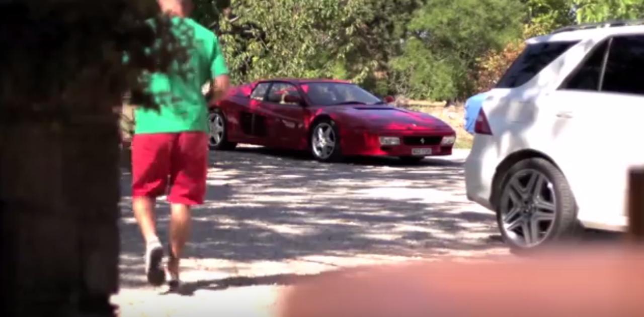 画像: 軽装で外に出ると、そこには、赤い512TR。
