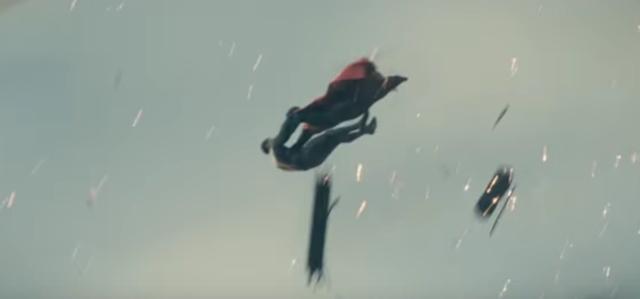 画像: その戦いの中にはスーパーマンが。 wwws.warnerbros.co.jp