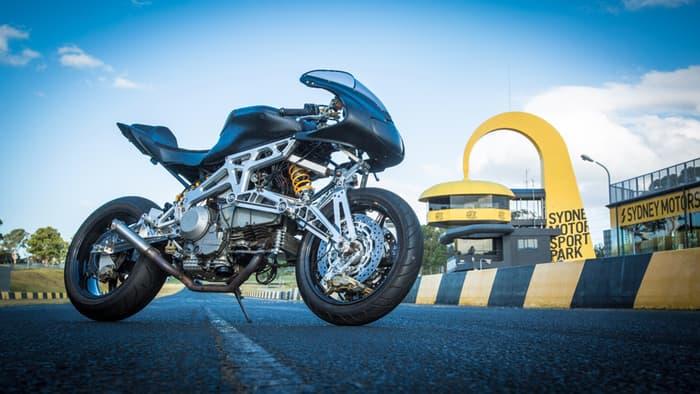 画像: Up to a second faster per corner? Motorcycle Innovation's futuristic front end