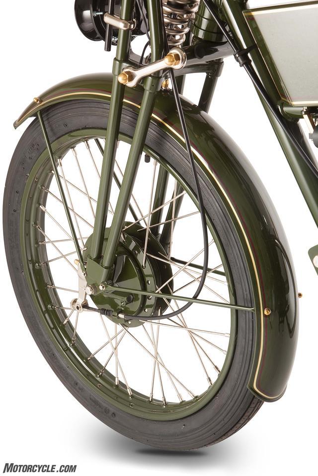 画像: ブレーキは前後ドラム式 シューの面取りしてやればドラムも効きます www.motorcycle.com