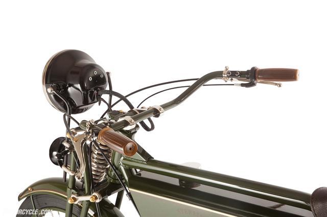 画像: スイッチも当時もの。ワイヤー類もできるだけ見えないように工夫しているみたいです www.motorcycle.com