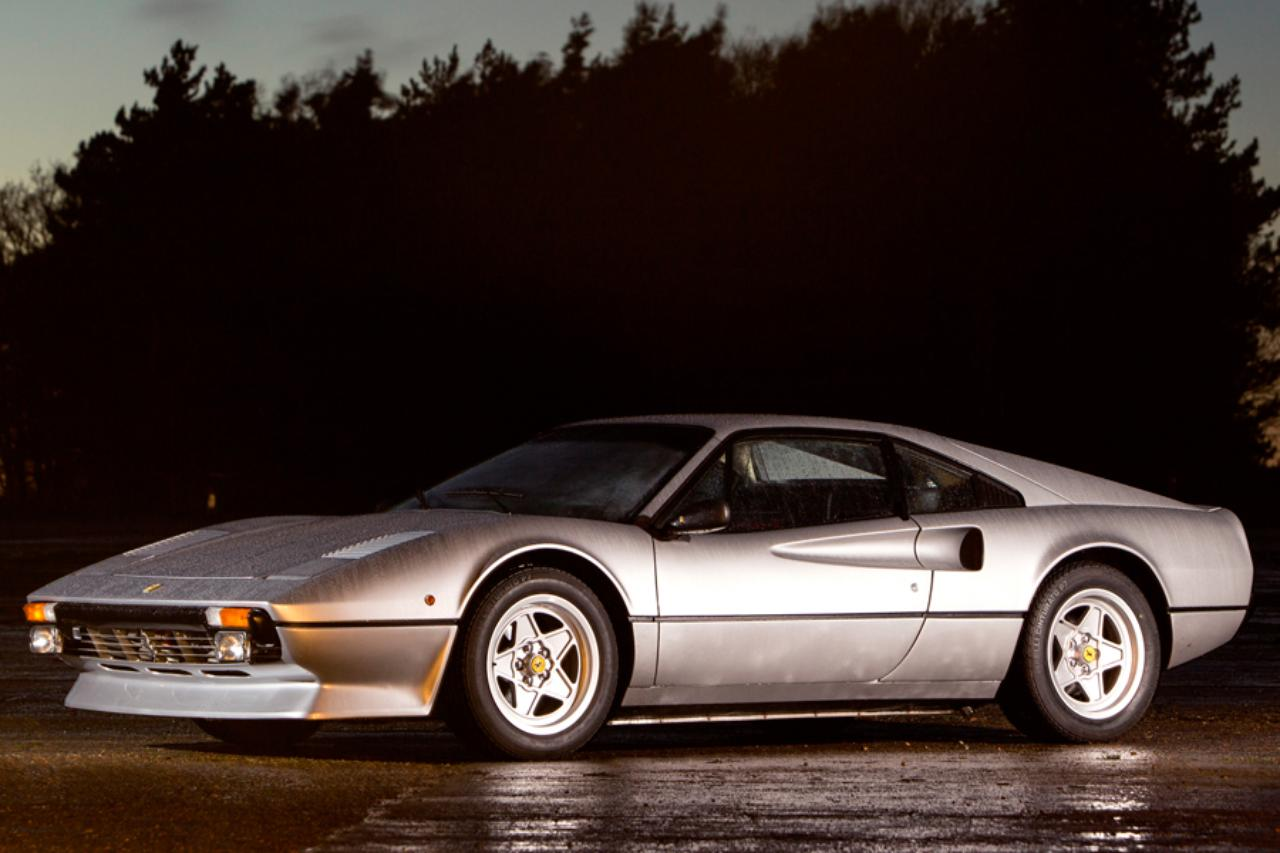画像: 落札金額 1839万:ヴェトロレジーナは1975-1977年まで製造されたFRP製のボディ www.classicandsportscar.jp