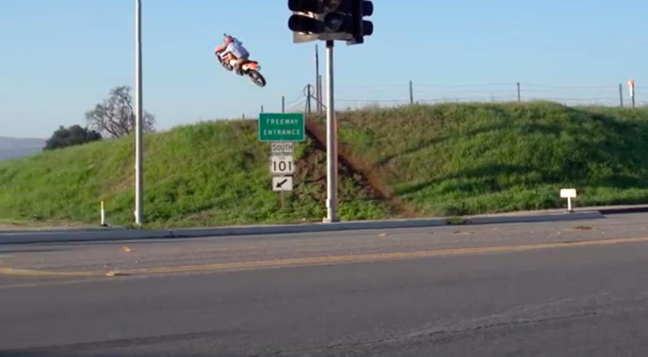 画像: こんなカンジに「近道」も選べます? www.youtube.com
