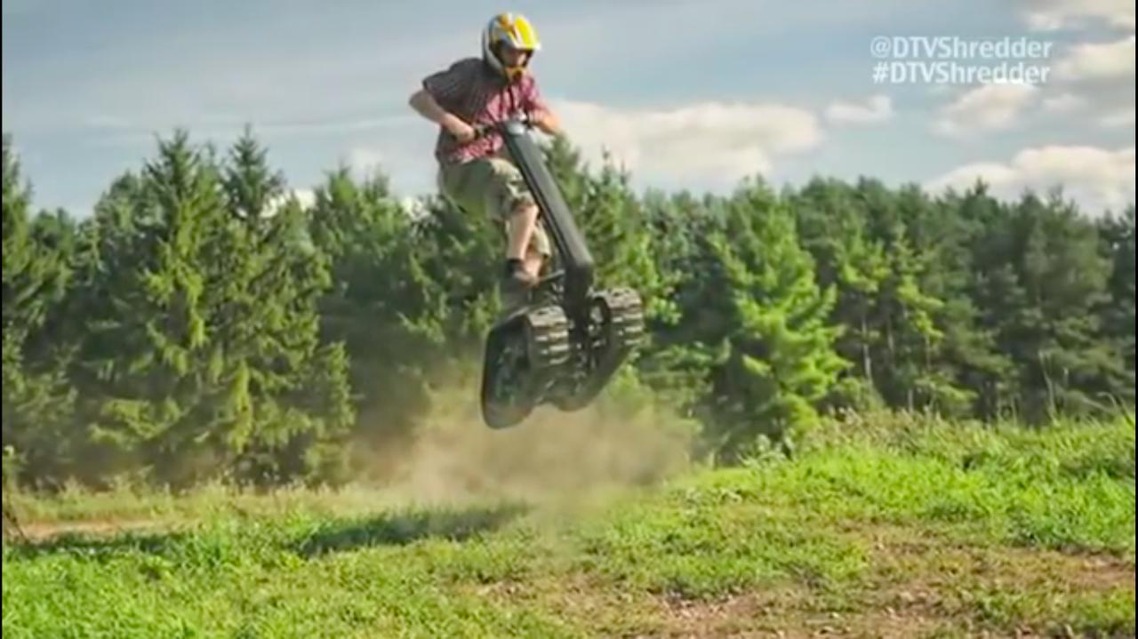 画像: ぴょ〜ん、とこんな風にジャンプしたり・・・。 www.youtube.com