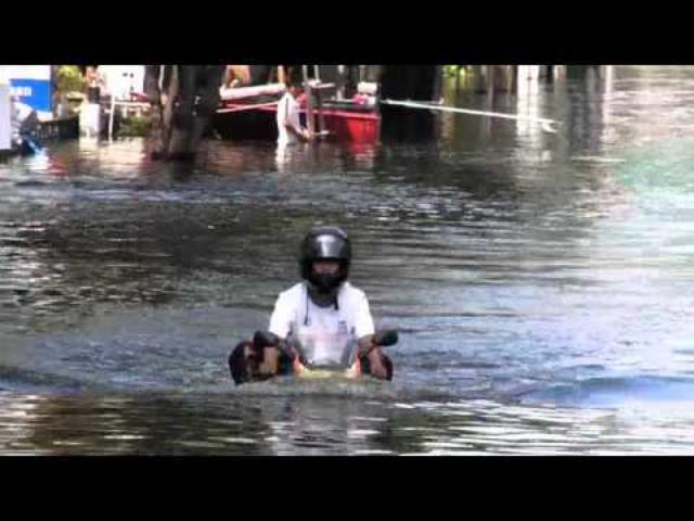 画像: motorcycle in the water youtu.be