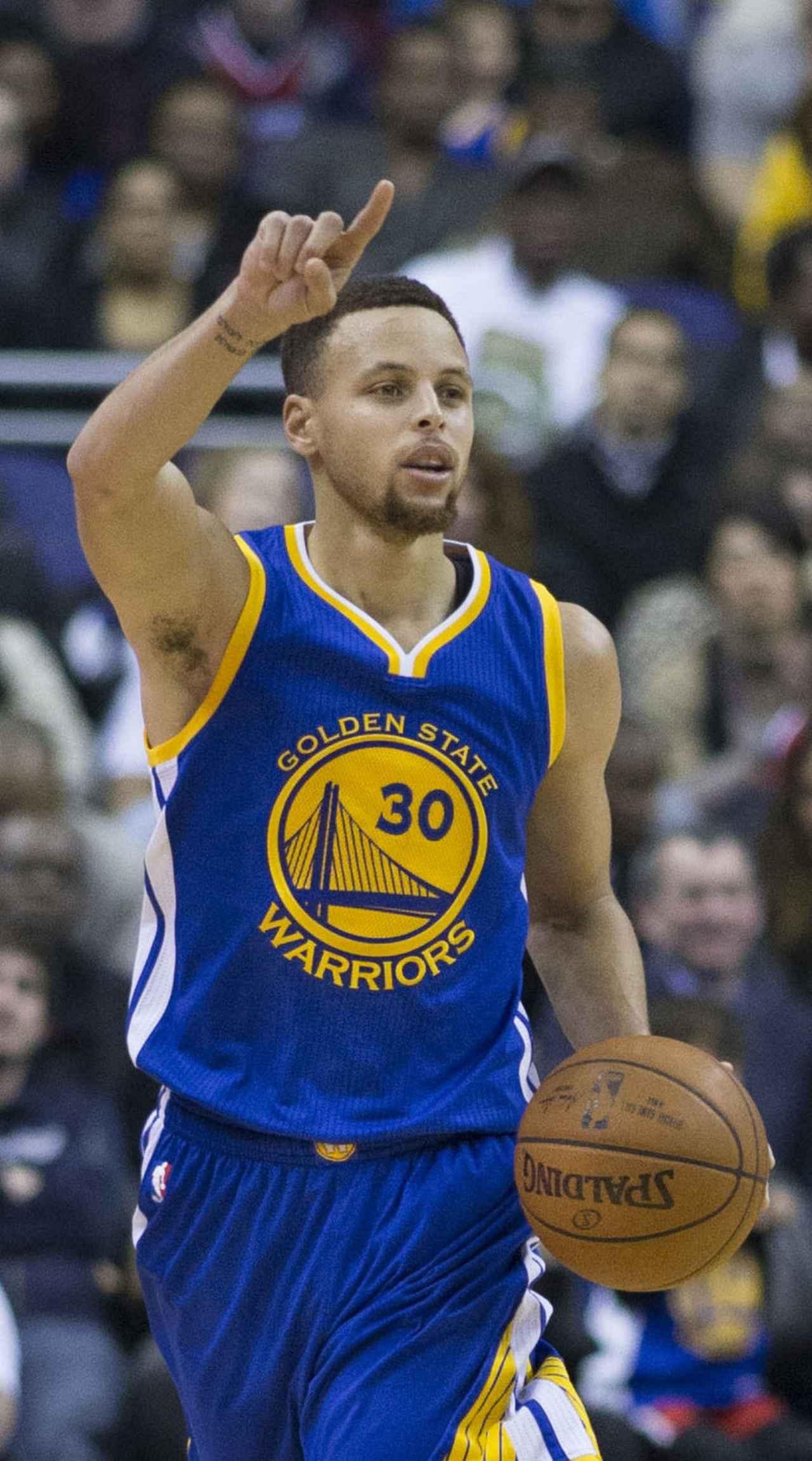 画像: 父親は名3Pシューターであった元NBA選手のデル・カリー ja.wikipedia.org