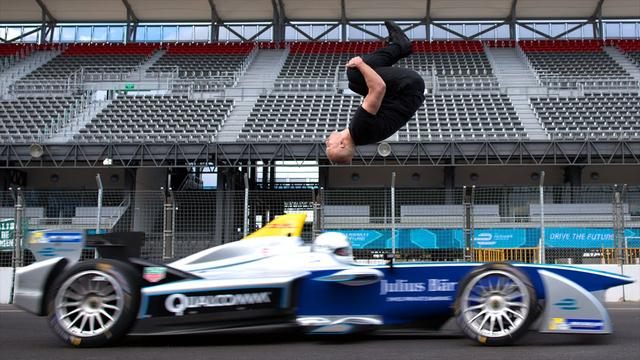 画像: Leap Of Faith: Damien Walters Backflip Over Speeding Formula E Car youtu.be