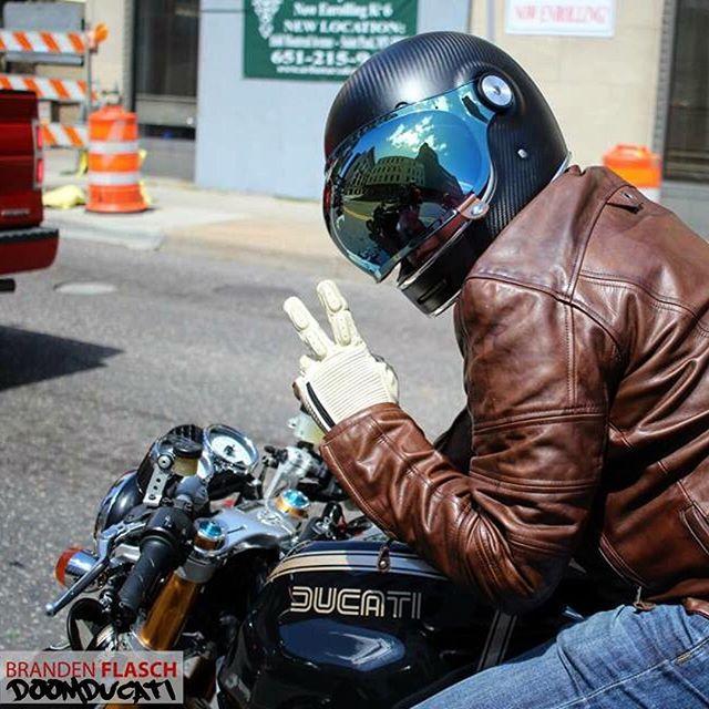 画像: 安全で快適な走りを実現する、DEZEL GLOVE。 www.rolandsands.com