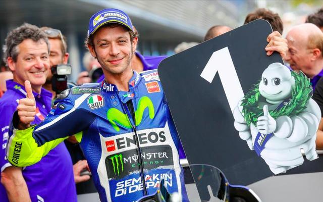 画像: V.ロッシは四捨五入して40歳という大ベテランですが、これほどトップライダーとしての存在感を顕示し得たライダーは、GPの歴史上でも稀有と言えるでしょう。 www.motogp.com