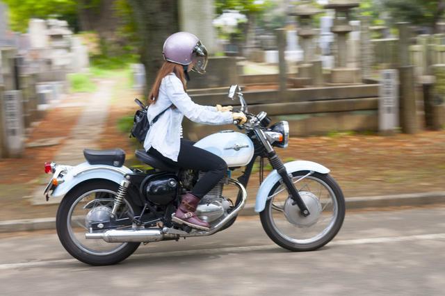 画像: 安全第一。久々の街中運転でこの時たぶん時速5km/h(笑)「女子ライダーへの道」もまだまだ続きます!