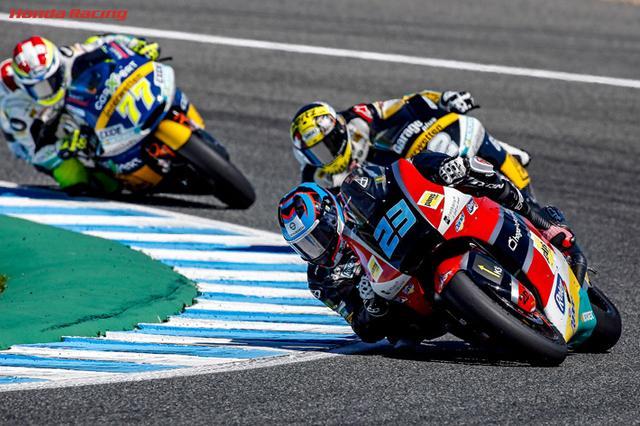 画像: エンジンワンメイクで拮抗してる戦いが毎戦繰り広げられるMoto2クラス。バトルの面白さは、MotoGPクラス以上かもしれません。 www.honda.co.jp