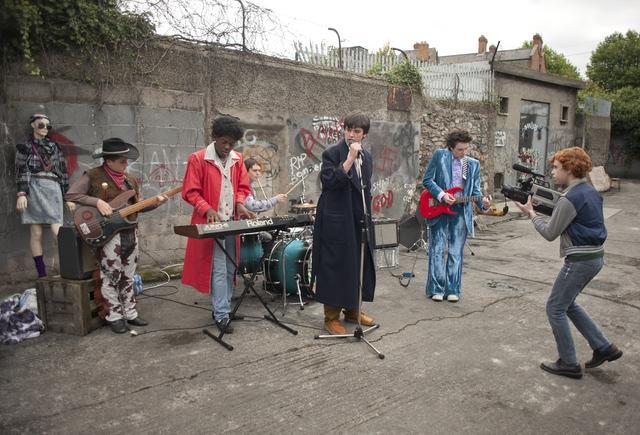 画像2: 映画『シング・ストリート 未来へのうた』青春音楽映画の傑作が遂に日本公開へ!主題歌担当は、マルーン5のアダム・レヴィーン!シネクイント最後の作品、邦題&公開日決定!