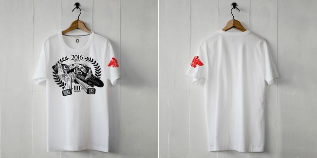 画像: RIDES秩父 3周年記念Tシャツ - 白いTシャツと黒いバイク。