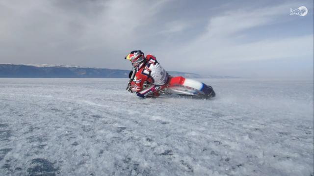 画像: MotoGPマシンもびっくりなバンク角の深さ! 雄大な風景が美しいです。 www.redbull.com