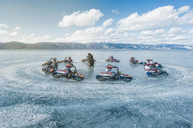 画像: Watch a Motorcycle Tear Up the World's Oldest Lake