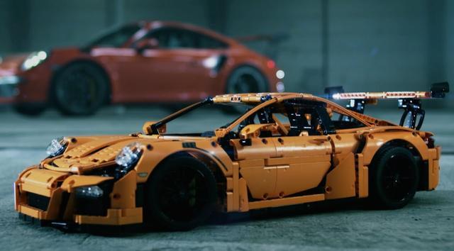 画像: LEGO® Technic Porsche 911 GT3 RS 42056 Reveal #LEGOTechnicUltimate www.youtube.com
