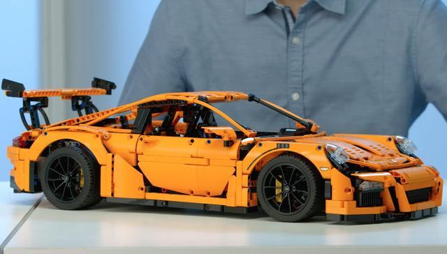 画像: LEGO® Technic - 42056 Porsche 911 GT3 RS www.youtube.com